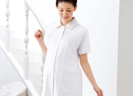 「妊婦ナースさんのことを考えてつくりました」 マタニティ白衣ウェア