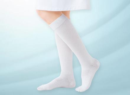 気になる足の臭いは靴下で対策! 抗菌・消臭ソックスでムレにくい快適な足元に