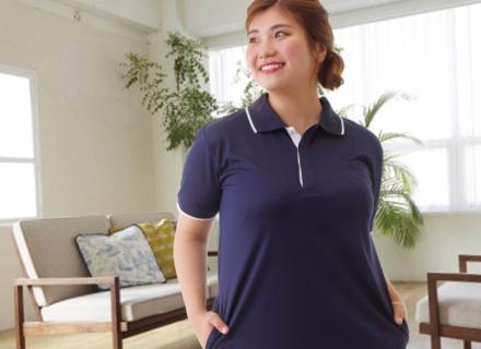 たっぷり大きいサイズなのにすっきり見える、ナースリーゆったりサイズのポロシャツスタイル