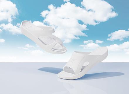 雲の上を歩くような軽さと履き心地、注目のリカバリーサンダル